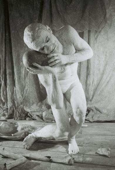"""Menininkas Benas Šarka kviečia į naują judesio spektaklį """"Vabi Sabi Vasabi""""."""