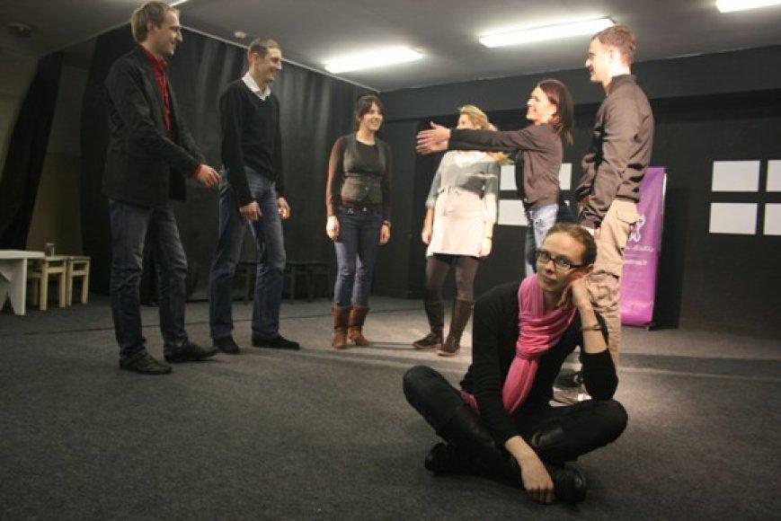 """Anot """"Jeigu"""" teatro vadovės Giedrės Žlabytės (dešinėje), svarbiausios investicijos kuriant teatrą buvo – begalinis entuziazmas, kruopštus darbas ir kantrybė."""