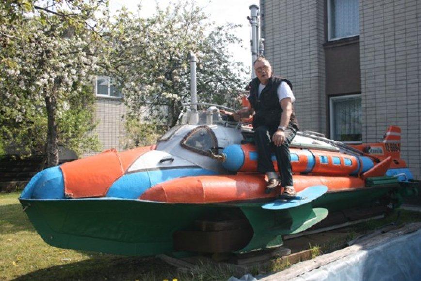 Kretingiškis Jonas Velžys aistrą povandeniniam laivui puoselėja jau kelis dešimtmečius.