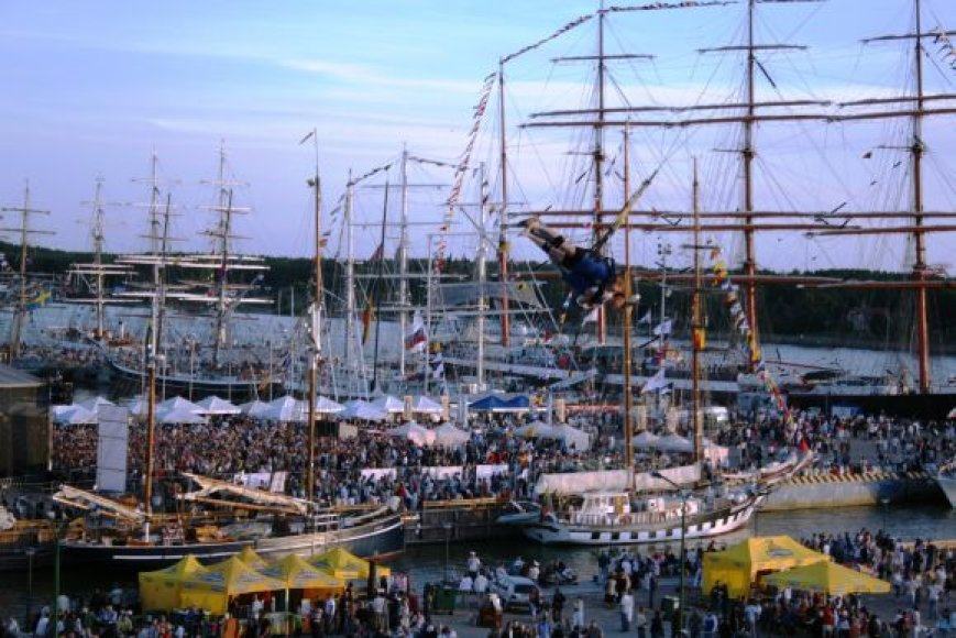 "Regatos ""Tall Ships races"", vykusios 2009 m., akimirka."