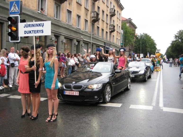 Iškilminga eisena miesto gatvėmis duotas startas Jūros šventės renginiams.