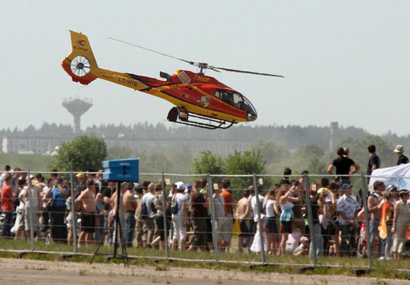 """""""Kauno grūdų"""" sraigtasparniui neduotas leidimas skraidyti virš uostamiesčio."""