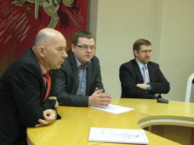 Viceministro V.Bacio (viduryje) teigimu, nesusitarus su savivaldybe, Klaipėdos kurčiųjų ir neprigirdinčiųjų pagrindinė mokykla kurį laiką būtų pavaldi ministerijai.