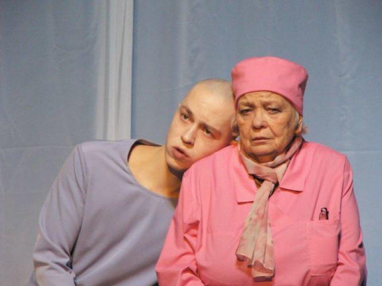 """""""Oskaras ir ponia Rožė"""" sužibėjo festivalyje Varėnoje."""