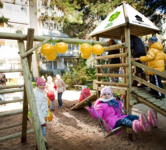 Žaidimų aikštelių vaikams kiemuose itin trūksta, tad naujos bus tikras džiaugsmas mažiesiems.