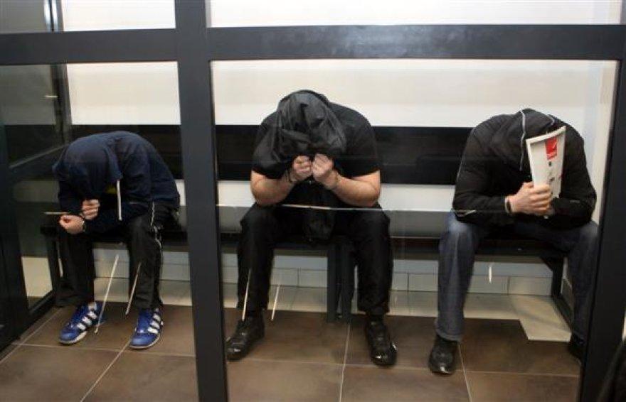 Trys kaltinamieji teismo verdikto laukė belangėje, tuo tarpu R.Laimus, kuriam buvo skirta lygtinė bausmė, taip ir nebuvo suimtas.