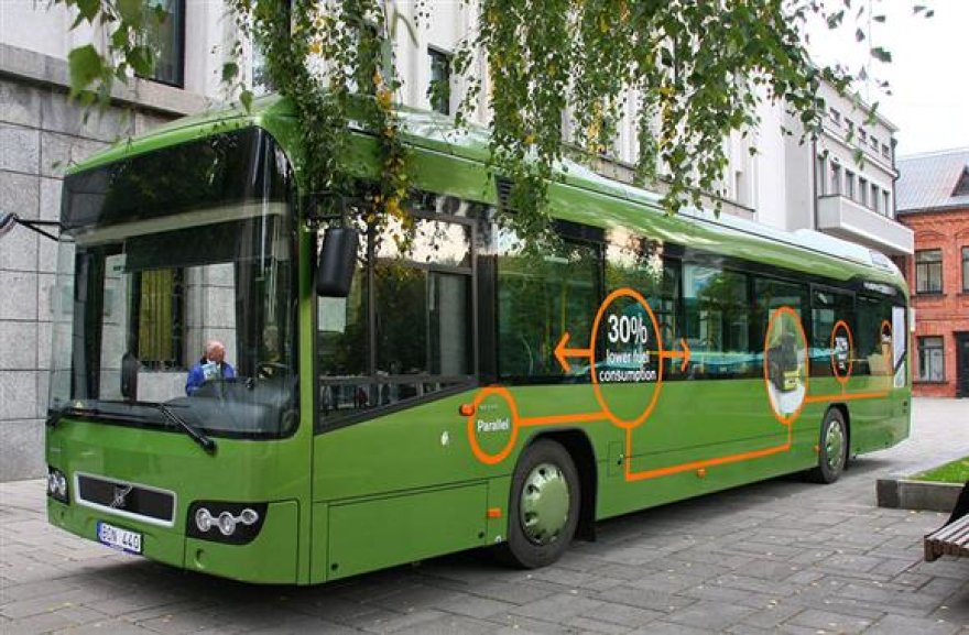 """Autobusas """"Volvo"""" pirmadienį buvo pristatytas kauniečiams."""