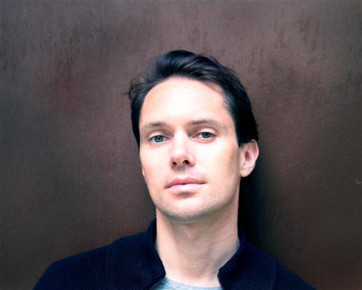 Laukiamiausiu renginio atlikėju tituluojamas Milosh yra be džiazo negalintis gyventi profesionalius violončelininkas, išleidęs jau tris subtilios elektronikos albumus.