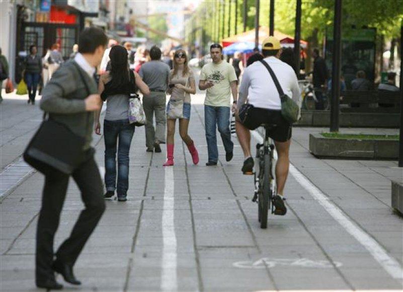 Laisvės alėjos dviračių takus pėstieji laiko savo teritorija.