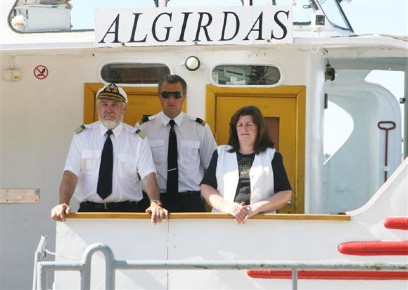 """Kapitonas K.Mažukna (kairėje) tikino, jog šiai kelionei sulaukus sėkmės, maršrutu Kaunas–Kruonis–Kaunas būtų paleistas ir antrasis laivas """"Agirdas""""."""