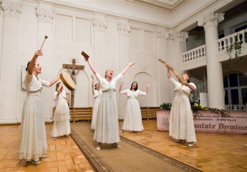 """Lietuvoje pastaruoju metu jaučiamas tikras chorinės muzikos renesansas, tad festivalio """"Cantate Domino 2010"""" rengėjai tikisi sulaukti itin daug klausytojų."""