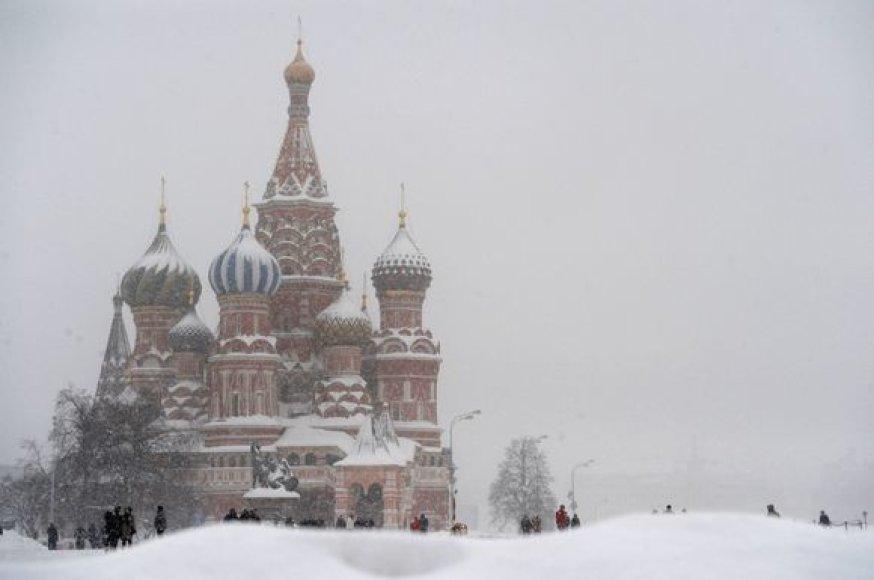 Dėl sniego sudėtingos eismo sąlygos
