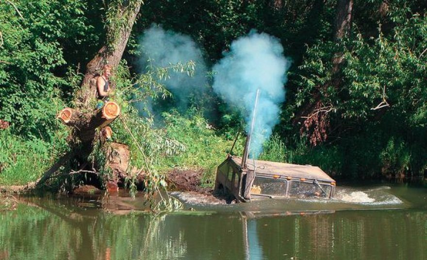 """Naujasis """"Hummer H1"""" ežero dugnu važiavo 3 minutes"""