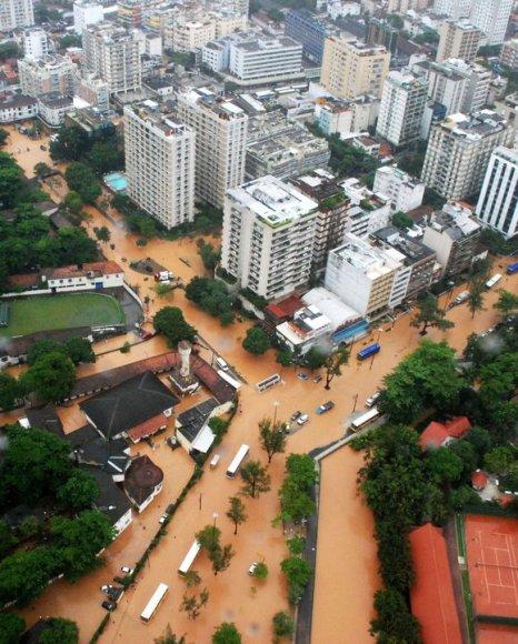 Potvyniai paralyžiavo Rio de Žaneirą