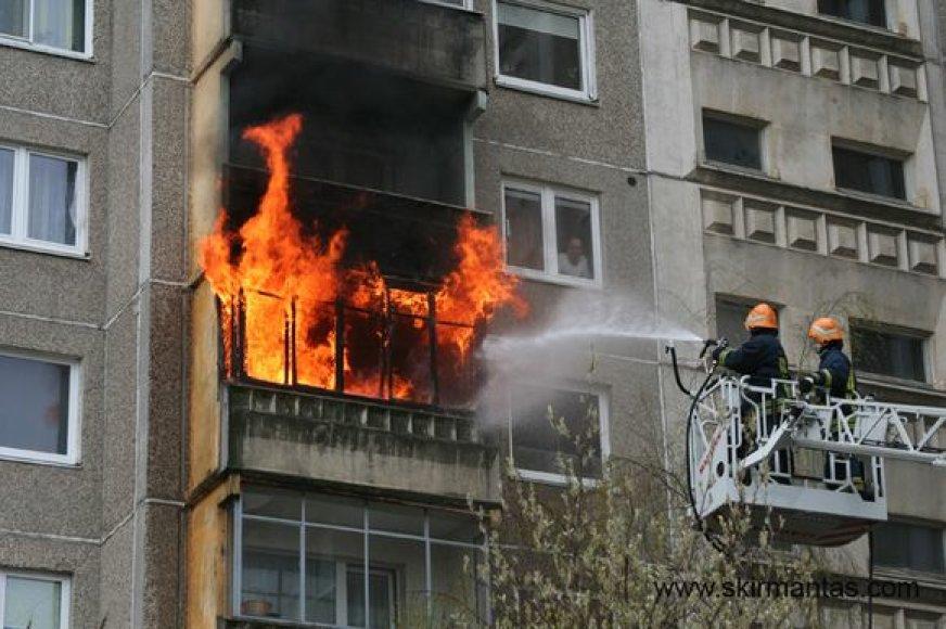 Šilainių mikrorajone kilęs gaisras