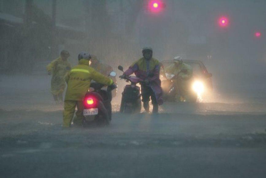 Taivaną niokoja taifūnas ir potvyniai