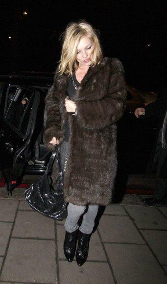 Foto naujienai: Kate Moss vartoja potenciją keliančius preparatus