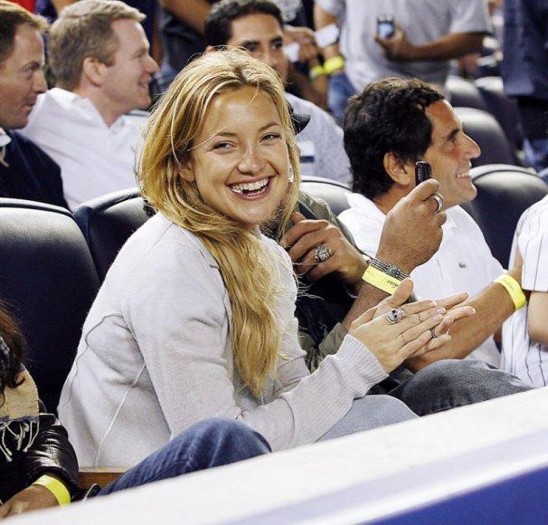 Foto naujienai: Kate Hudson nusižiūrėjo beisbolo žaidėją?