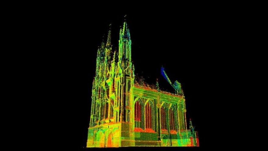 Vokietijos inžinieriai specialiu lazeriu skenuoja šv. Onos bažnyčią.