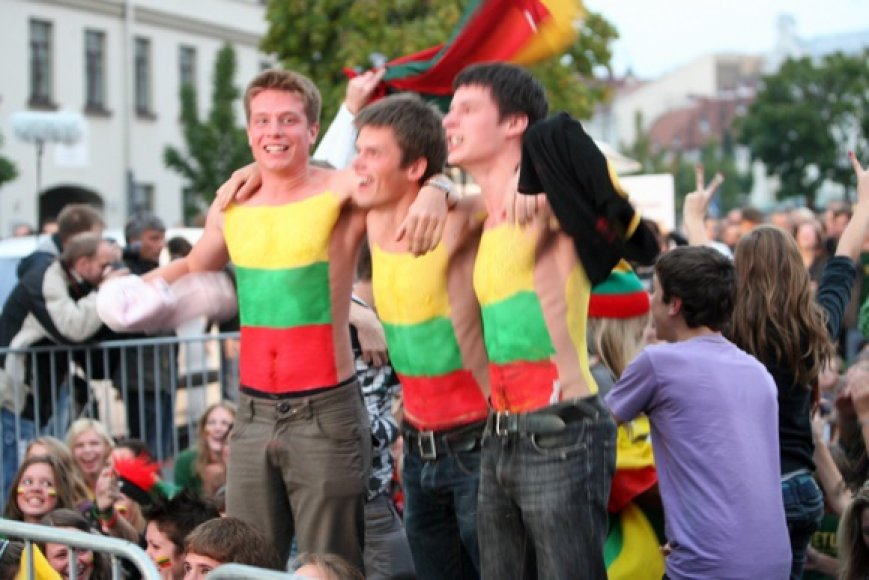 Lietuvos krepšinio sirgaliai Rotušės aikšteje