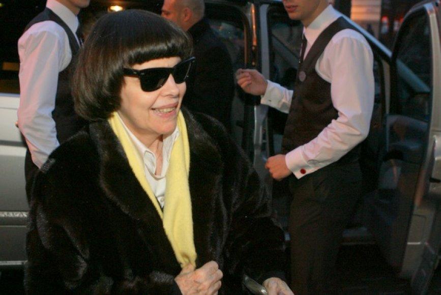 Mireille Mathieu atvyko į viešbutį