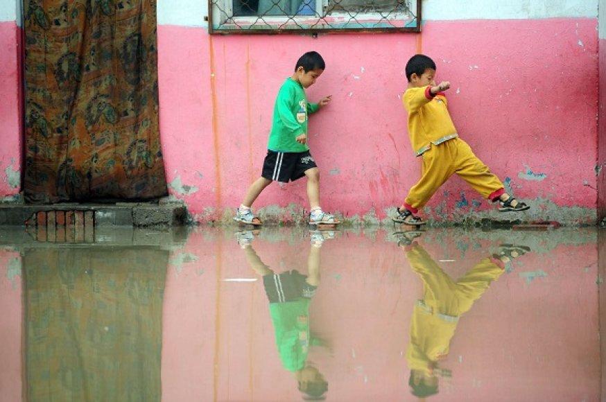 Pietinę Kinijos dalį siaubiantis potvynis