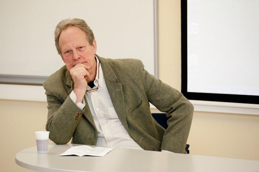 Profesionalus tiriamosios žiniasklaidos atstovas Gavinas MacFadyenas