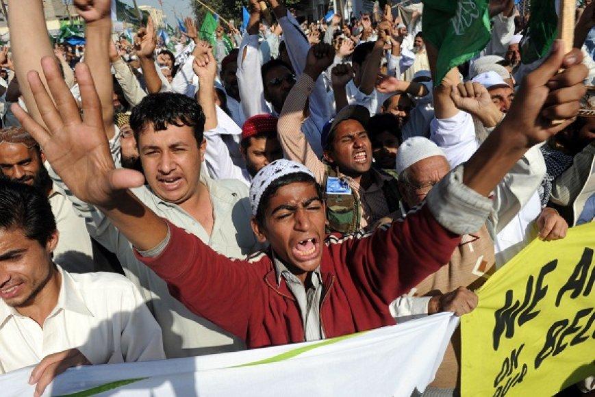 Prieš Asia Bibi paleidimą protestavę musulmonai