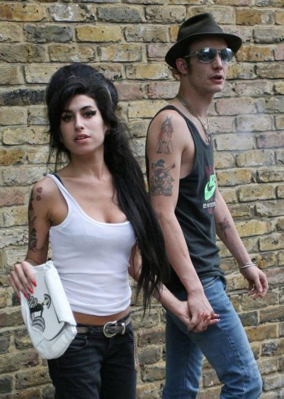 Amy Winehouse ir Blake'as Fielderis-Civilis
