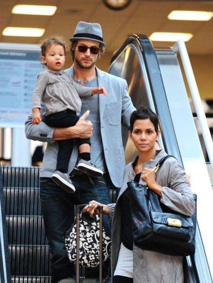 Gabrielis Aubry ir Halle Berry su dukrele