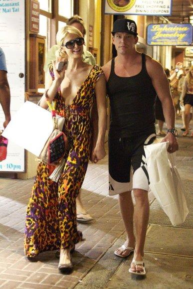 Paris Hilton su naujuoju draugužiu
