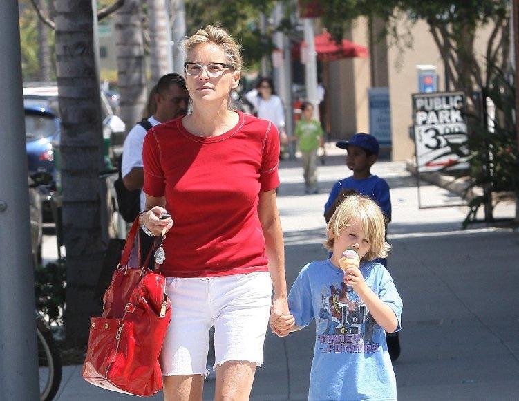 Sharon Stone su įsūniu Quinnu