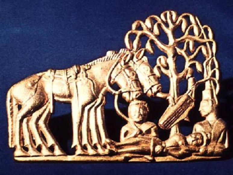 Sarmatų aukso dirbiniai žavi archeologus meniškais siužetais