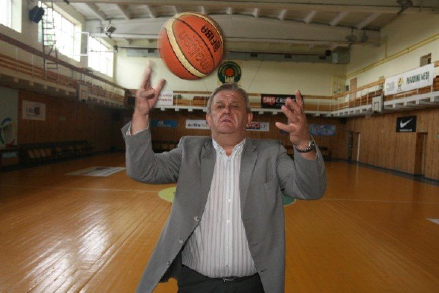 Reforma, kurios taip baiminosi Vilniaus krepšinio mokyklos direktorius A.Naruševičius, kol kas nebus pradėta.
