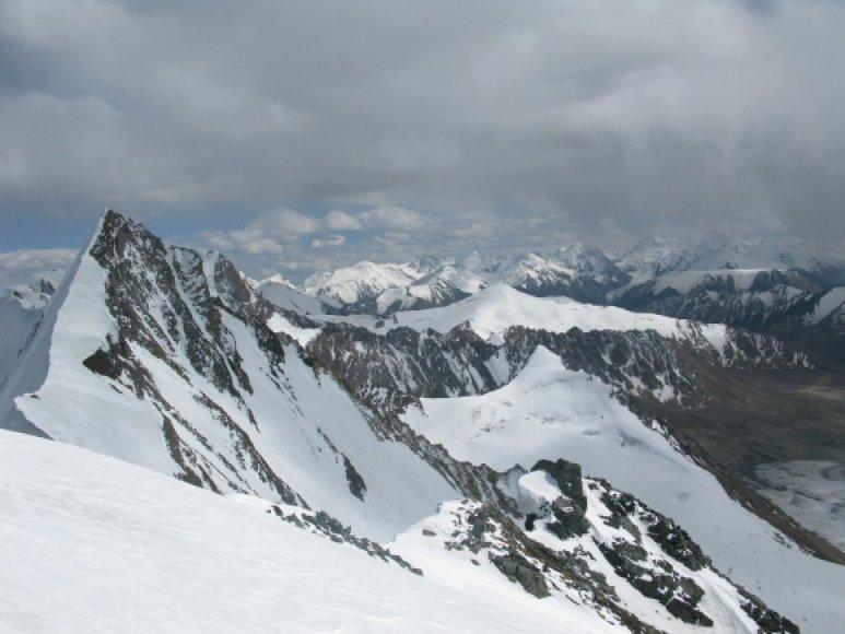 Tian Šanio kalnai. Kairėje - Žalgirio viršūnė.