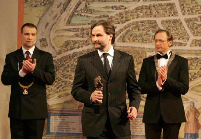 A.Imbrasas gavo Šv.Kristoforo statulėlę už kūrybinių industrijų plėtrą.