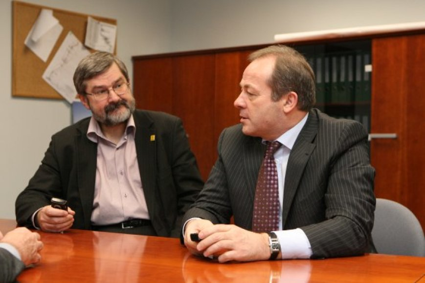 G.Babravičiui (k.) ir R.Adomavičiui po rinkimų nelinksma: vieno partija iš viso nepateko į Vilniaus tarybą, kito – laimėjo vos 5 vietas vietoj planuotų 10-ies.