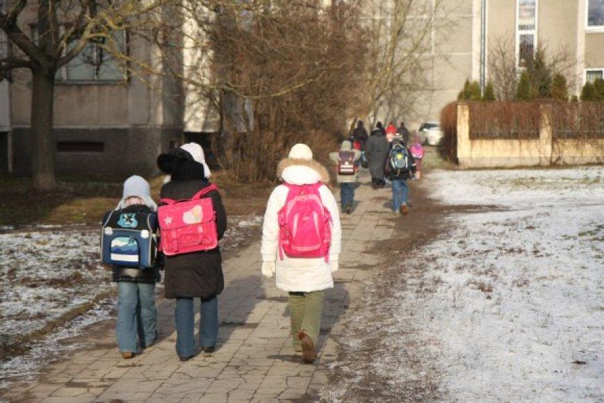 Kiekvieną rugsėjį į Vilniaus mokyklas ateina maždaug dviem tūkstančiais mokinių mažiau. Toks skaičius sudaro dviejų sostinės bendrojo lavinimo mokyklų bendruomenę.