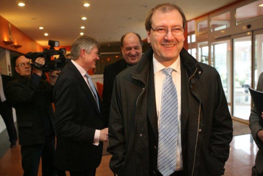 V.Uspaskichas nepraranda vilties sudaryti koalicija su A.Zuoku ir R.Alekna.