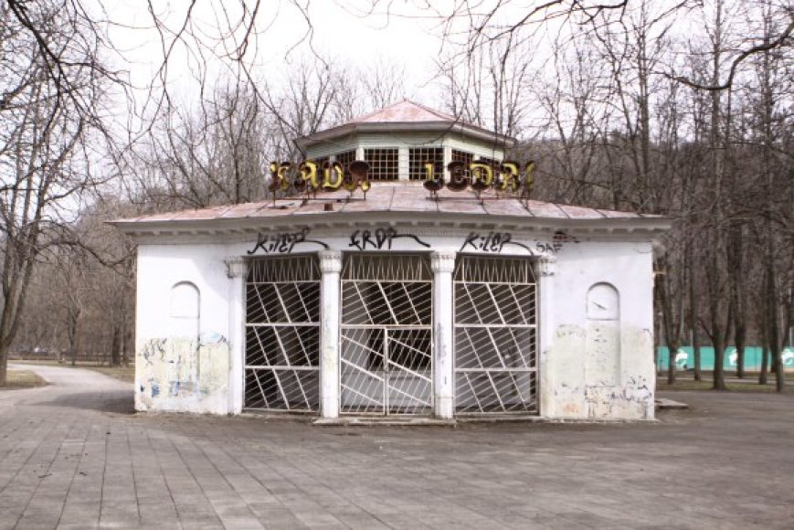 """""""Rotondos"""" rekonstrukcijos projektas parengtas dar 2008 metais, tačiau ji iki šiol bjauroja Gedimino kalno prieigas."""