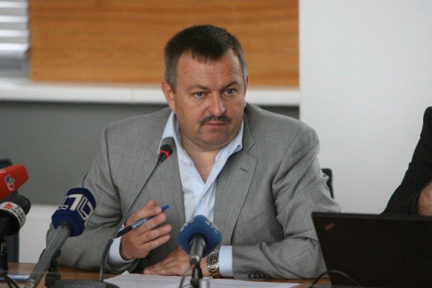 V.Navickas partijos kolegų nemalonę užsitraukė dėl to, kad nepaisydamas partijos pozicijos balsavo už Vilniaus šilumos tinklų nuomos pratęsimą.
