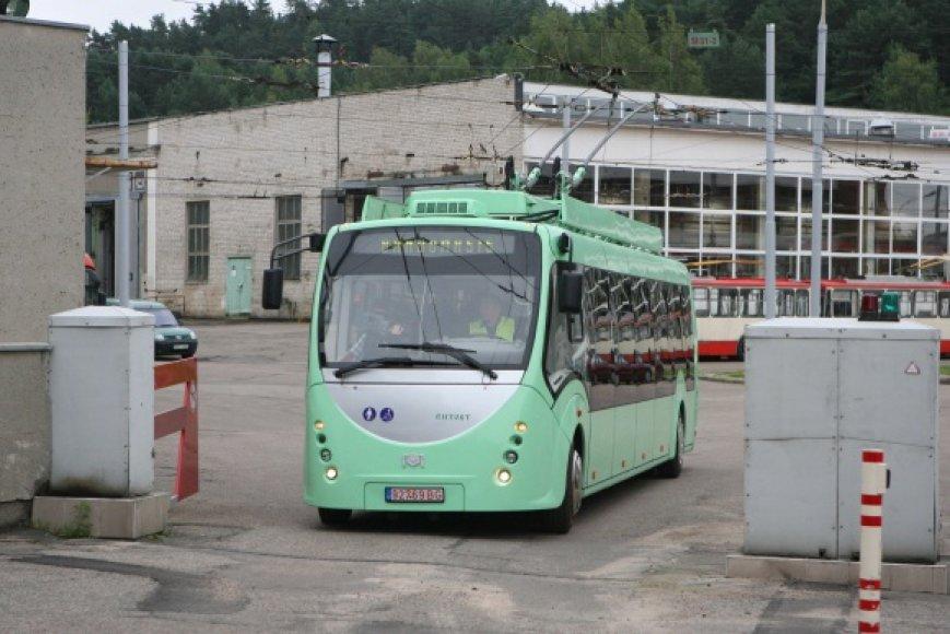 """Troleibusas """"Vytautas"""" Vilniaus gatvėmis važinės iki rugpjūčio pabaigos, tik tada bus sprendžiama, ar šie troleibusai bus perkami."""