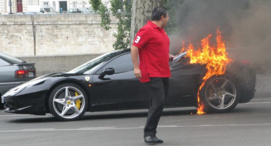 "Kodėl liepsnoja ""Ferrari 458 Italia""?"