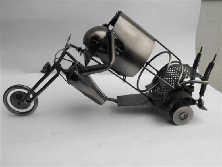 Vairuotojai kviečiami kurti meną iš transporto priemonių detalių