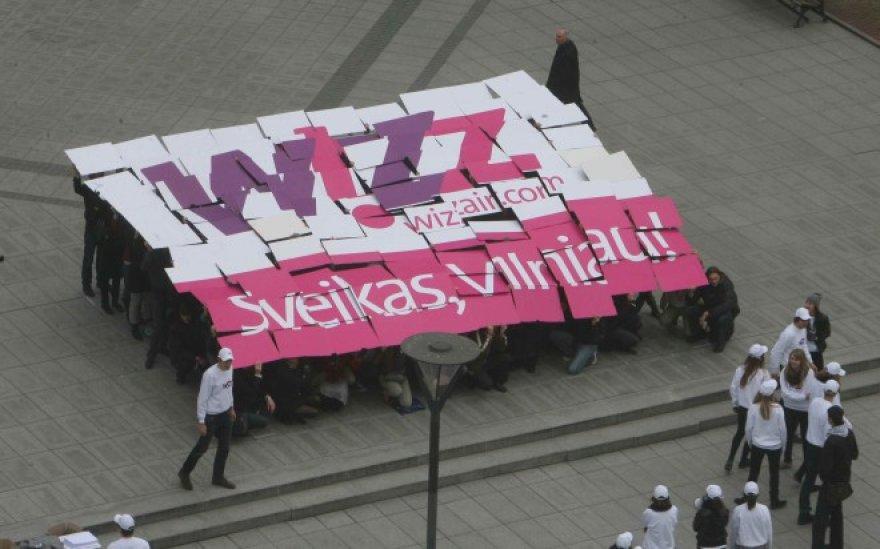 """""""Wizz Air"""" reklaminė akcija V.Kudirkos aikštėje Vilniuje"""