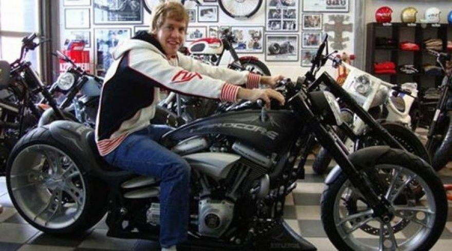 Sebastianui Vetteliui patinka motociklai