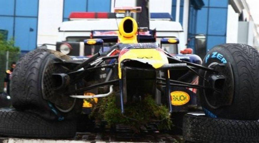 """""""Red Bull RB7"""" bolidas po avarijos"""
