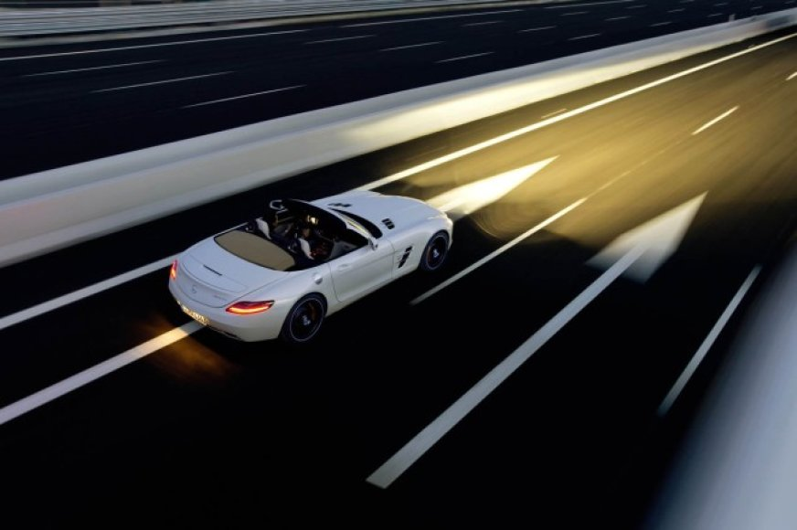 """Mercedes-Benz SLS AMG Roadster"" – tobulų formų galia"
