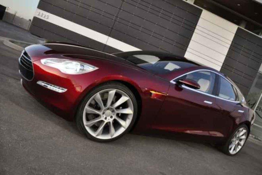 """""""Tesla Model S"""" – galutinis variantas"""