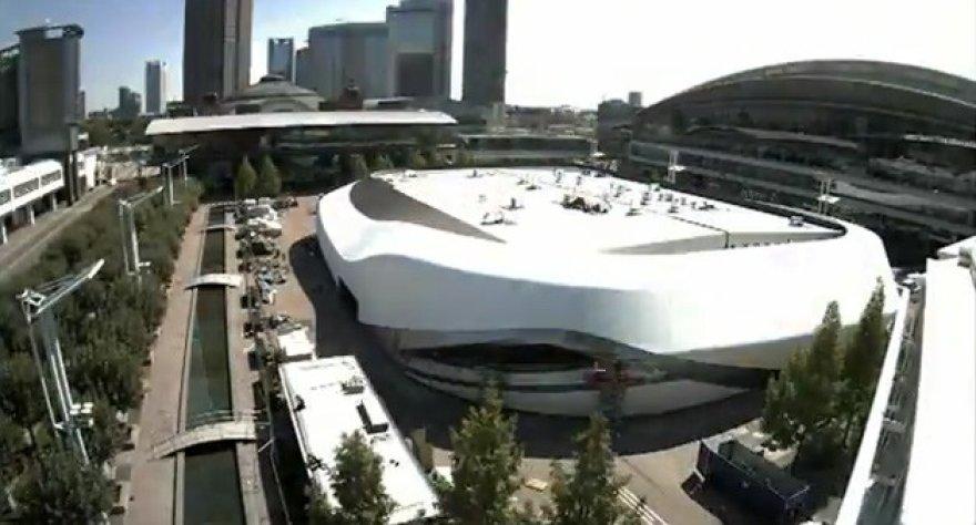 """Neįtikėtino dydžio """"Audi"""" stendas Frankfurto automobilių parodai"""